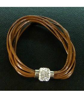 Браслет женский кожаный коричневый с застежкой на магните