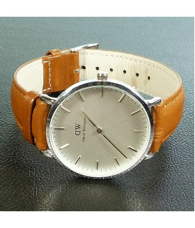 Часы мужские Daniel Wellington с коричневым кожаным ремешком