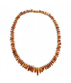 Бусы короткие из натурального янтаря коричневые