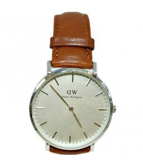 Часы Daniel Wellington с коричневым кожаным ремешком