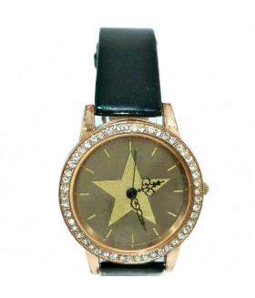 Часы с черным кожаным ремешком