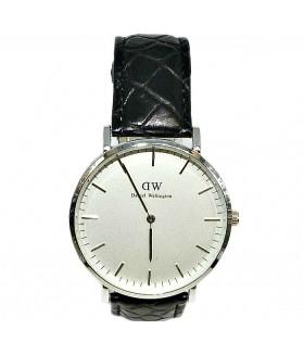 Часы Daniel Wellington с черным кожаным ремешком
